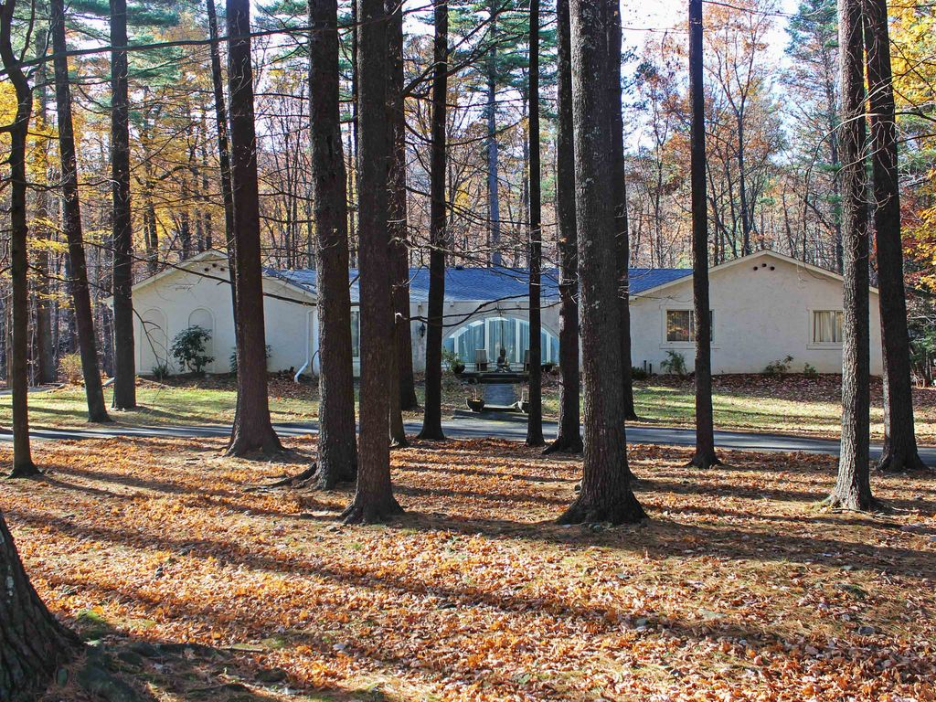Expansive 4BR Woodstock House W/Hot Tub