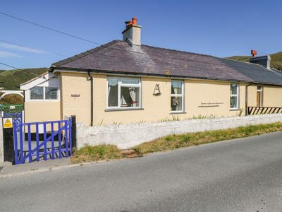 Photo for MINYDON, pet friendly, with a garden in Fairbourne, Ref 1012636