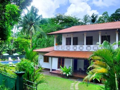 HikkaVilla - An Exotic 5BR Holiday Villa with a Pool