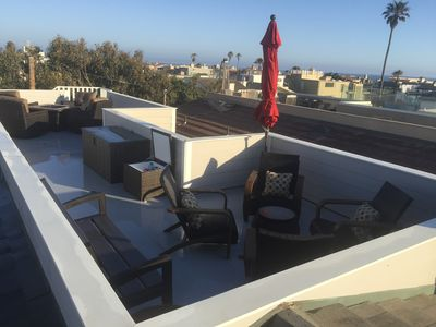 Rooftop deck, comfortable seating for 10, gas fire pit, 180 degree ocean view!