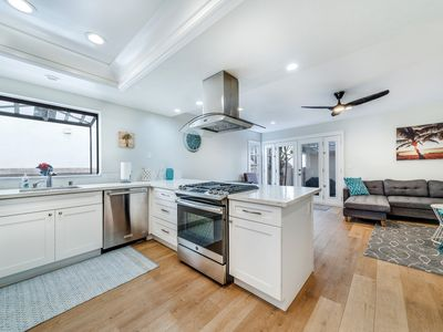 Just remodeled Amazing Location with AC, foosball, roof top deck, Steps to beach