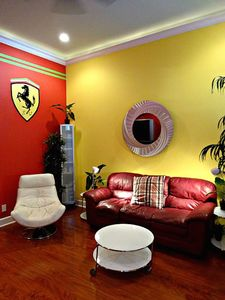 LA DOLCE VITA, OLD TOWN! STEPS TO DUVAL! SLEEPS 2-4, 3 BLOCKS TO SOUTH BEACH!!