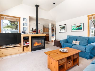 Photo for Beachlovers Getaway, pet-friendly with hot tub and great beach access