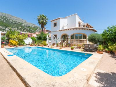 Photo for Detached family villa with pool and stunning views