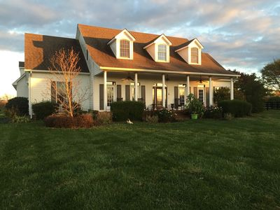 Photo for Beautiful country house with pool 10  minutes from Lexington