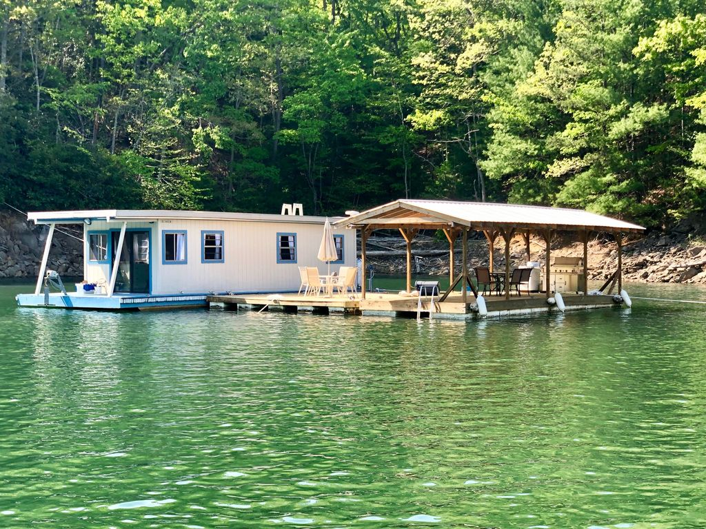 A Must Stay Floating Cabin In A Great Smoky Mountain