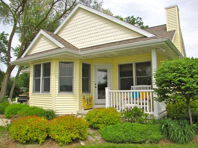 Sunset Nook Cottage: On Water, Charming, Sunsets, Boat Slip, Near Downtown!