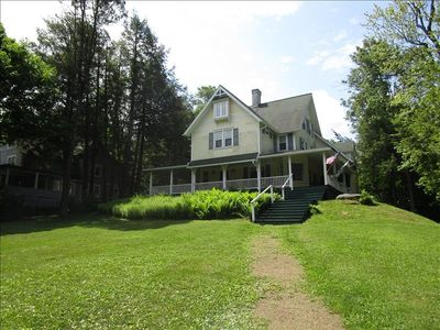 "Photo for A magnificent ""Lakemont"" traditional cottage in Eagles Mere"