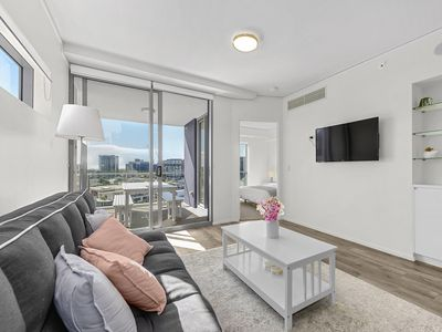 Photo for Brilliant Brisbane < 10 mins CBD ~ 1Bed/1Bath/1Car