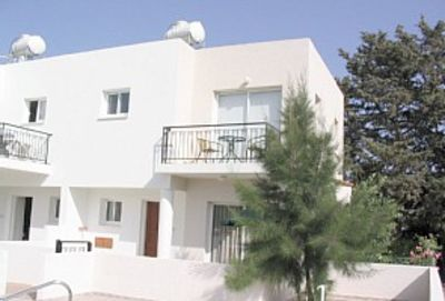 Photo for Luxury town house, garden, pool, quiet area, walk-port/town, internet
