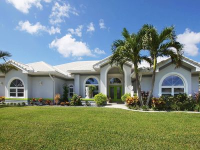 Photo for Luxury dream Villa, Lakeview, Pool & Spa, Pet friendly, RV & Boat Parking, Wifi