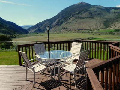 Yellowstone Vacation Home with great views of mountains and Yellowstone River