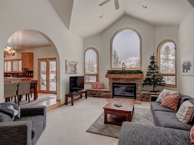 Fairview Estate - Spacious Private Home, CLEAN, Close to Ski Slopes, CDC certified cleaning products, Spacious, Relax in the Mountains!