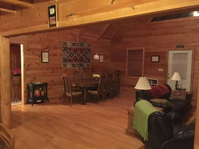 #Enjoy woodsy setting, Cabin with private lake.