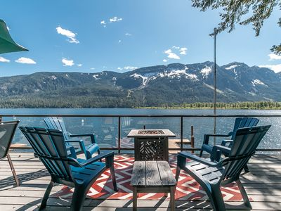 Lakefront, hot tub, WiFi, Fido Friendly & 25 minutes to Leavenworth & Ski