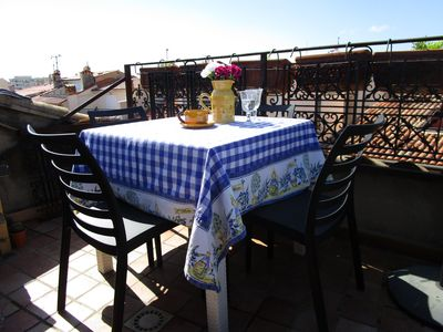 Photo for Characterful townhouse, centre of Old Antibes; terrace, sea view, sleeps 4