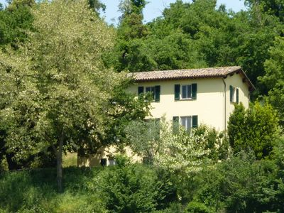 Photo for Secluded villa in rural Italy with large private pool - sleeps 12