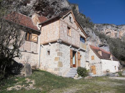 Photo for Semi troglodyte house and its grangette overlooking the Célé