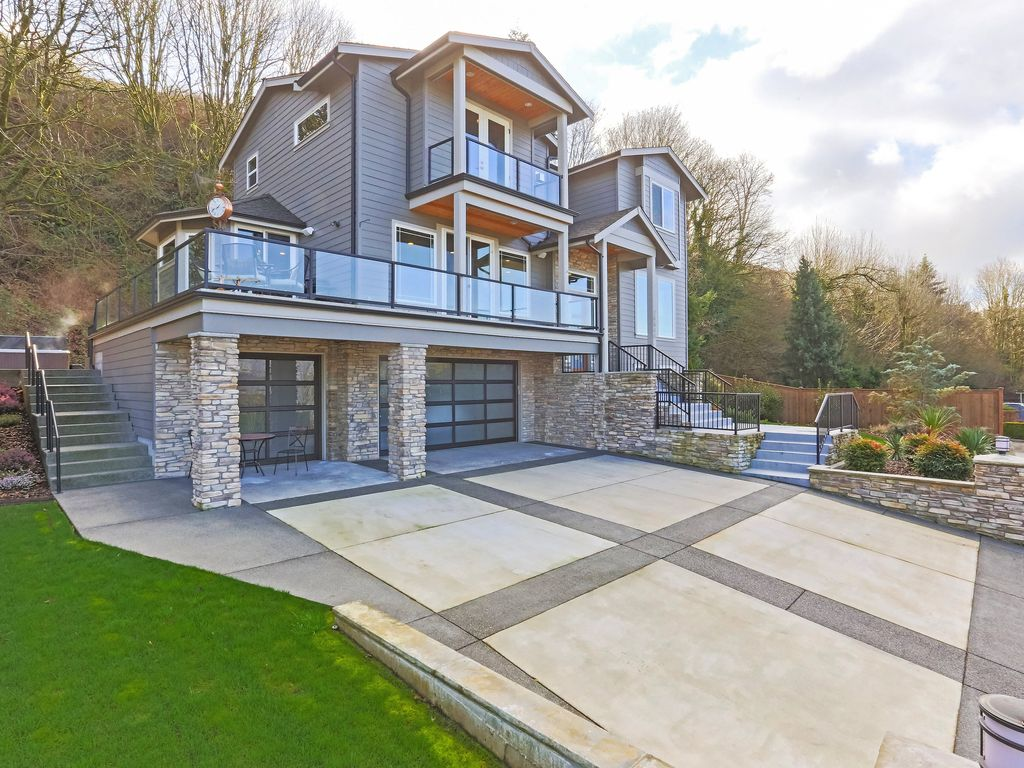 Luxurious and modern view home in quaint re vrbo for Modern view homes