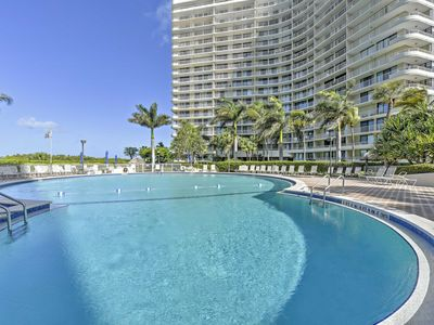 Photo for Marco Island Resort Condo w/Balcony, Pool & Beach