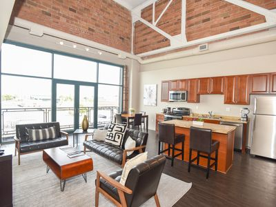 Photo for Modern Luxury Two Bedroom Lakeview Condo