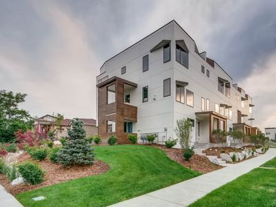 Photo for Luxurious Modern Townhome - Downtown Denver SloHi