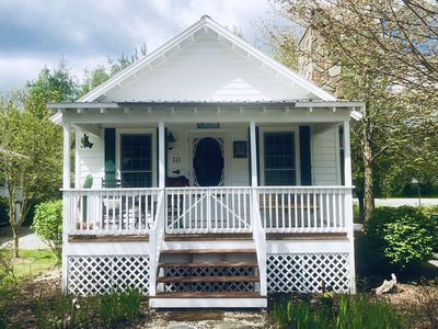 Photo for Be Our Guest! Cozy studio cottage in a peaceful area.