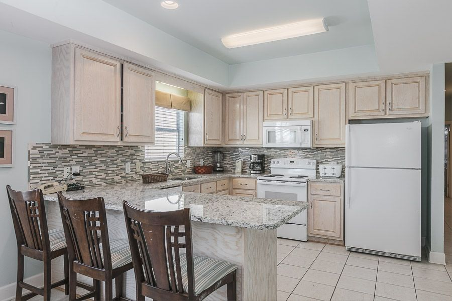 Blue Parrot West 6: 5 BR / 3 BA house in Gulf Shores, Sleeps 13