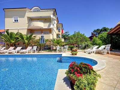 Photo for Apartment with pool, air conditioning, only 700 meters to sandy beach