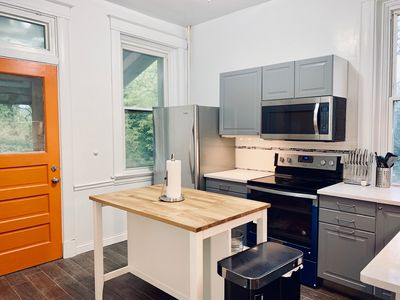 Photo for Upscale 2 BR near UC, DAAP, CCM, Hospital and Zoo w/Parking and Laundry, 1FL
