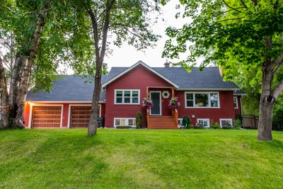 Beautiful, quiet executive home within walking to UNBC Hospital and downtown.