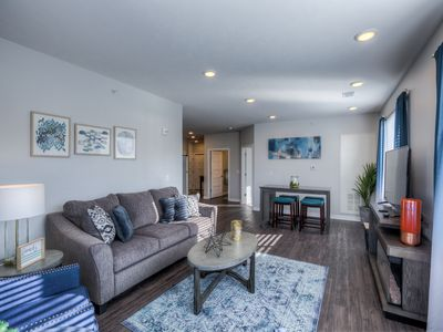 2B Luxury Midtown Condo 103 - Underground Heated Parking!