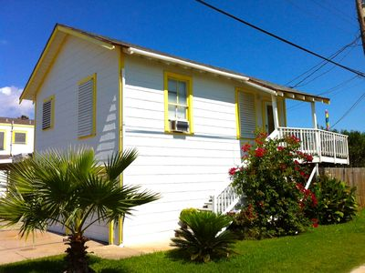 Photo for 1BR Bungalow Vacation Rental in Galveston, Texas