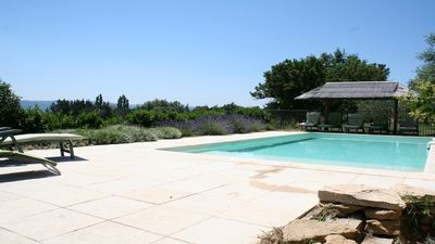 Photo for Detached house, heated pool, at the foot of the Luberon, 2km from Lourmarin