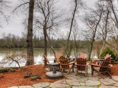 Photo for The River Retreat- 5 Bedroom Home on The Willamette River in Salem Oregon