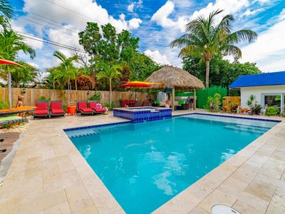 Newly remodeled 5bedrooms 4.5bath with heated pool & jacuzzi, 9mins to the Beach