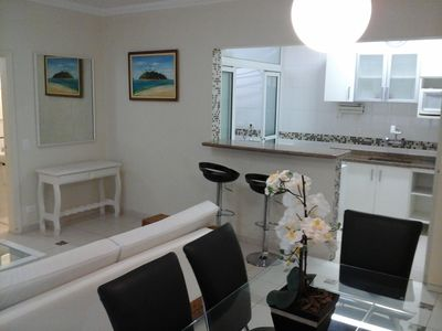 Photo for Ap Enseada 3 bedrooms / air conditioning, prime location and good taste