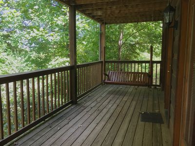 Updated Log Cabin, 2 King Suites, Hot tub, Pool Table, 1 Mile from Parkway