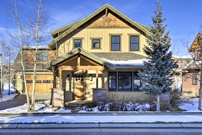 This 4-bedroom, 4-bath home is ideally located close to world-class skiing.