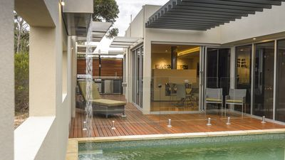 Photo for The Frames 'Pastiche' Luxury Retreat overlooking River Murray private Pool, Spa