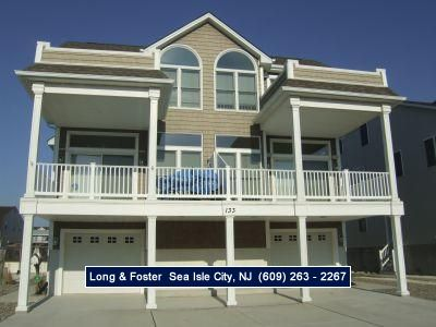 Photo for Close to the beach, restaurants and shopping you will enjoy the sunset views on the front decks