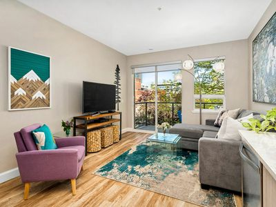 Photo for 2 BR Downtown Modern Condo! King Bed! Parking!