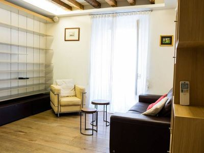Photo for Spacious Fermata Cairoli apartment in Centro Storico with WiFi, air conditioning & lift.