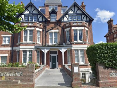 Photo for St John's Place - peaceful 1-bed flat in popular Meads village area