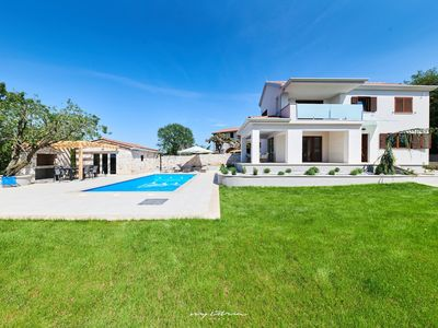 Photo for Modern vila with pool near the sea & close to Umag