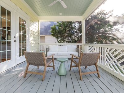 Screened Porch seating