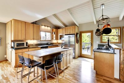 Spacious and bright  gourmet kitchen