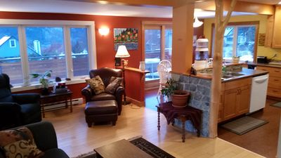 Comfy cozy home in a quiet and scenic uphill house in Nelson B.C.