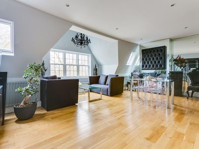 Photo for Stylish 2 Bed Flat in Chiswick, 2 mins to tube