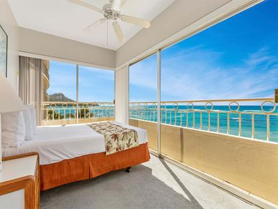 Luxe Life on the Ocean's Edge w/Wraparound Lanai, DVD, WiFi+Kitchen–Waikiki Shore #500